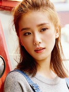 刘诗诗半丸子头气质又美好魅力可人