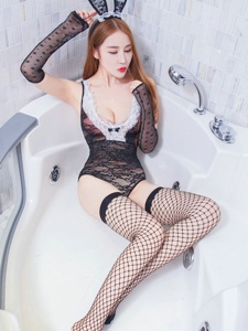 兔女郎冷月yuer黑丝网袜美腿丰满上围写真