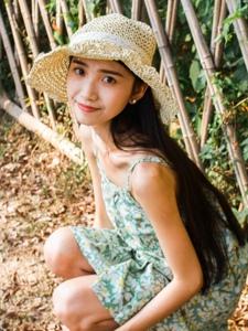 夏日里的碎花裙明媚少女高颜值写真