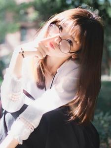 中国清纯校服眼镜长发少女可爱迷人写真