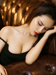 热辣美女谭睿琪爆乳翘臀红唇惹火写真
