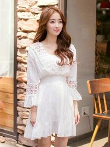 甜美笑臉嫩模蕾絲束腰裙清新自然