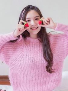 甜点草莓少女粉嫩娇美漂亮写真