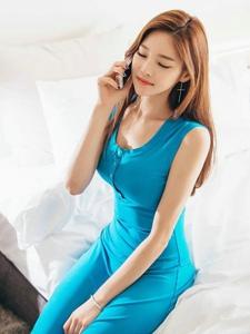 酒店里的电话美模蓝裙艳丽优雅魅惑