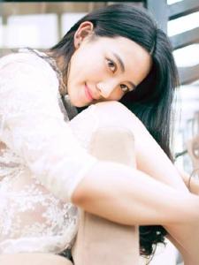 白嫩甜美妹子清纯丰韵可爱温馨写真