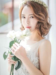 唯美夢幻婚紗美模頭戴花環宛如花仙子般清麗脫俗