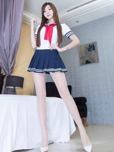 制服短裙腿模Michelle丝袜长腿魅惑写真