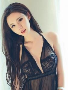 狐媚美女萌琪琪蕾丝情趣美胸挑逗写真