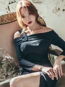 高贵冷艳美模悠闲的靠在椅子上阳光照射十分美艳