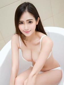 好身材嫩白皮肤女神内衣浴池迷人写真