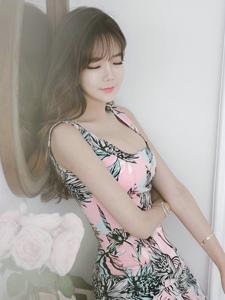 朦胧私房内的空气刘海美模粉系碎花裙清新自然