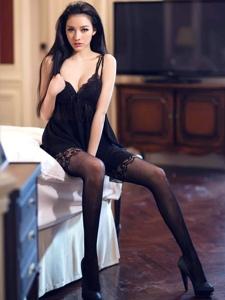 高挑美女黑丝美腿高跟性感挑逗诱惑写真