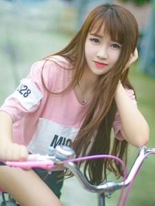 户外单车少女阳光活力俏皮写真