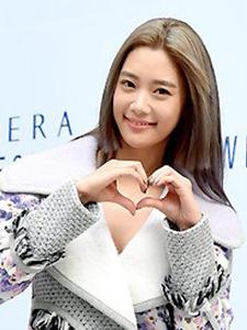 亚洲第一美Clara俯身秀胸秀腿两不误