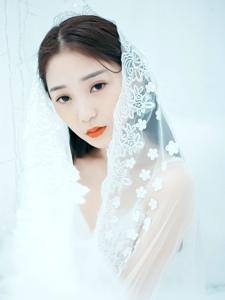洁白私房蕾丝白纱女神文艺唯美写真