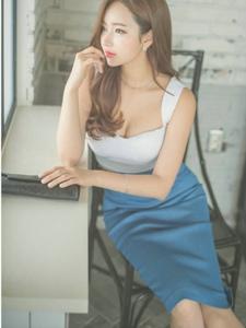 看窗外的蓝裙美模眼神迷茫丰满美胸勾人