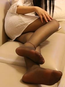 小圖妹白襯衫搭配黑絲肉隱肉現的誘惑