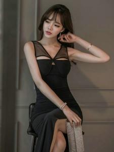 空气刘海美模站在墙角身姿妖娆展完美曲线