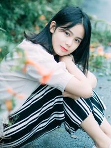 花丛中的可爱元气少女漂亮清纯写真
