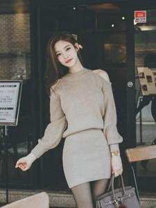 咖啡馆外的露肩毛衣裙美模黑丝袜勾人