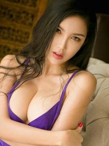 饱满女神球球爆乳喷鼻艳紫色迷情写真