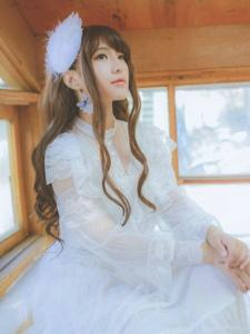阁楼上的蕾丝白纱长发妹子幽静素雅写真
