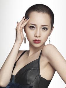伊藤由美个性风尚写真大片
