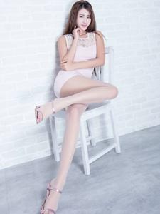 连衣裙女神Miso丝袜修长美腿性感多姿