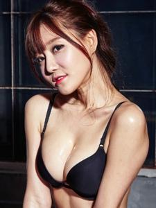 韩国美胸人妻少妇嘟嘴卖萌性感内衣丰满写真