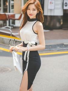 阳光下的街头美模经典黑白裙墨镜上身帅气