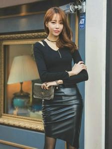 街头上的皮裙模特坏笑迷人黑丝袜诱惑