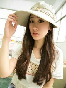时尚帽子控少女周倩雅长发迷人温馨写真