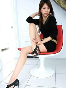 柔情浪漫模特Yen樓道間肉絲美腿高跟寫真