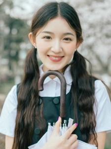 日系櫻花雙馬尾純真少女笑容甜美寫真
