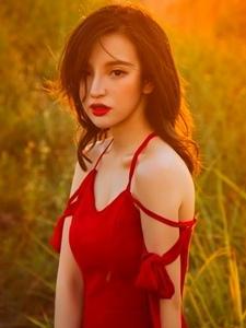 高清紅衣吊帶長裙美女粉嫩飄逸陽光迷人