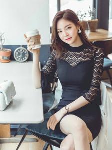 咖啡美模七分袖蕾丝透视裙遮挡不住丰乳
