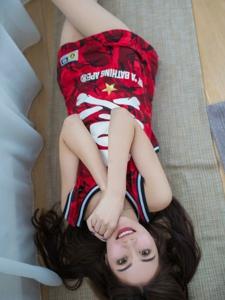 籃球服美女肉絲美腿誘惑自拍照