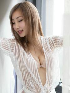 蕾丝美女尤美Yumi性感爆乳妖娆写真