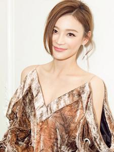 袁姗姗引领时髦展露白皙身材