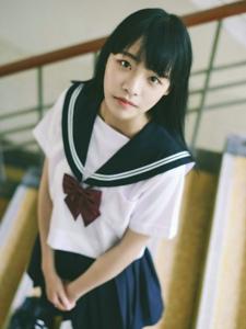 校服齐刘海妹子清新可爱青春靓丽