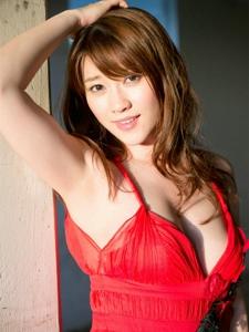 日本大胸丰满美女薄纱裙气质诱人写真