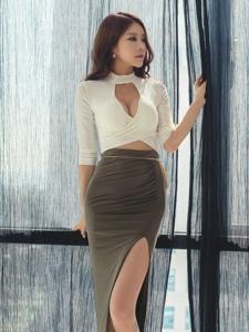 陽臺上的爆乳美模高叉裙露白皙光滑美腿