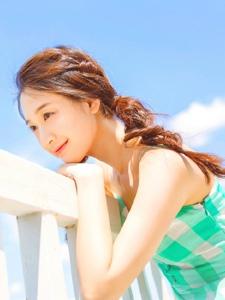 蓝天白云下的靓丽美少女甜美高颜值协写真