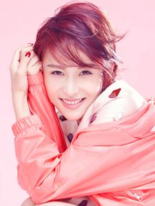 气质女星贾青短发运动服率性写真