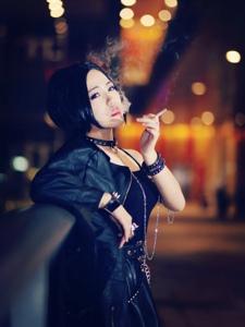 NANA寂寞抽烟