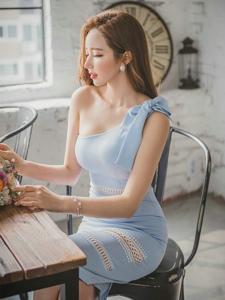 捧花美模斜肩裙美乳暴涨展完美好身材