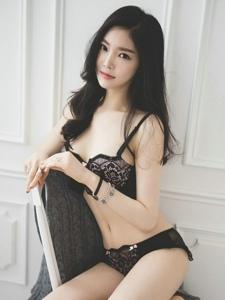 高挑纤细身材韩国美女内衣写真