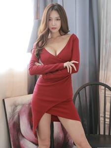 翹腿豐滿模特紅裙妖艷性感美乳魅惑