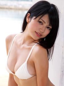 日本美男户外比基尼丰腴肉感实足