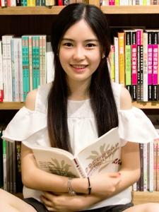 图书馆文静长发美女俏皮甜美迷人写真